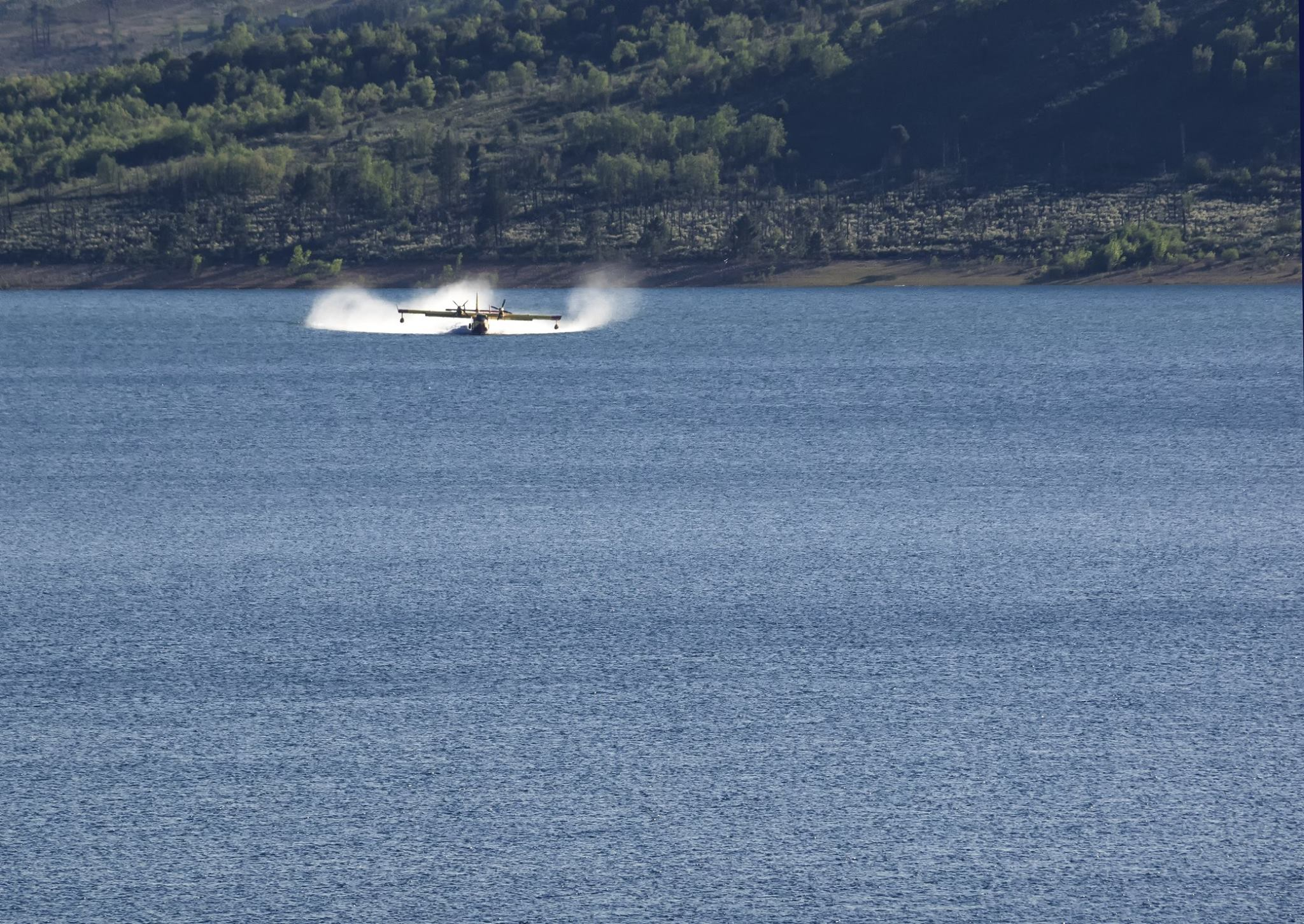 Boaters on Moyie Lake told to avoid firefighting planes