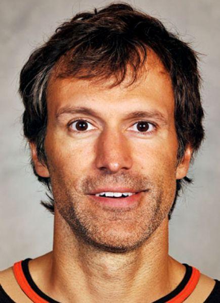 "Niedermayer ""honoured"" to have jersey retired by Anaheim Ducks"