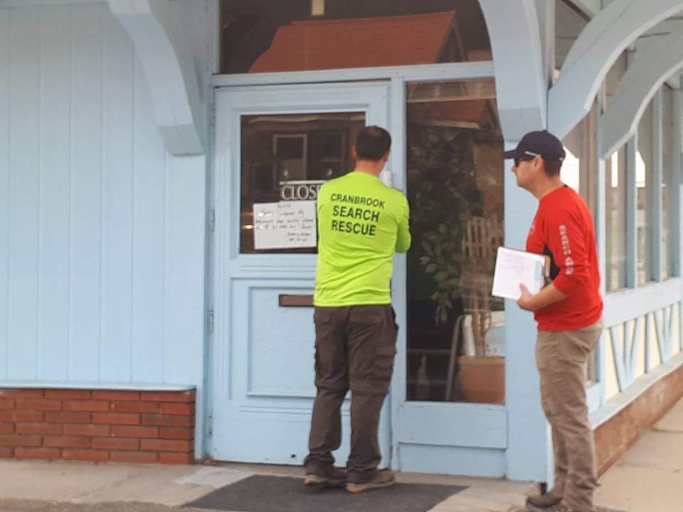 Emergency teams delivering evacuation alerts to Kimberley homes and businesses
