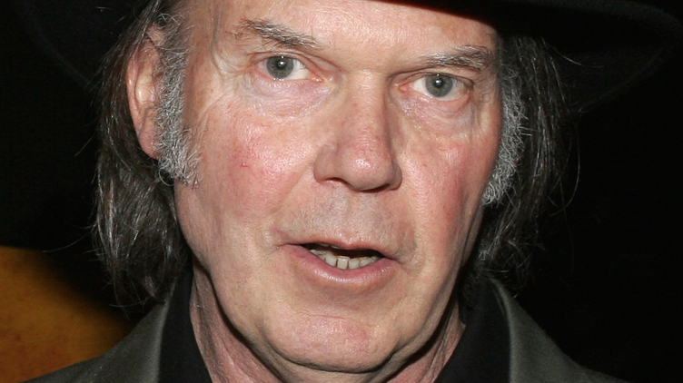 Daryl Hannah & Neil Young are married...