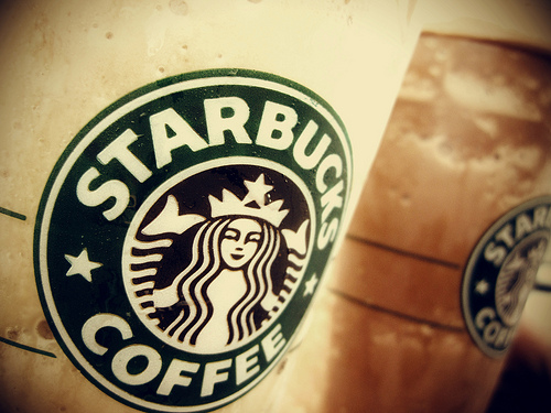 A Starbuck's Visa exists that's gonna make it easy to rack up POINTS!!!
