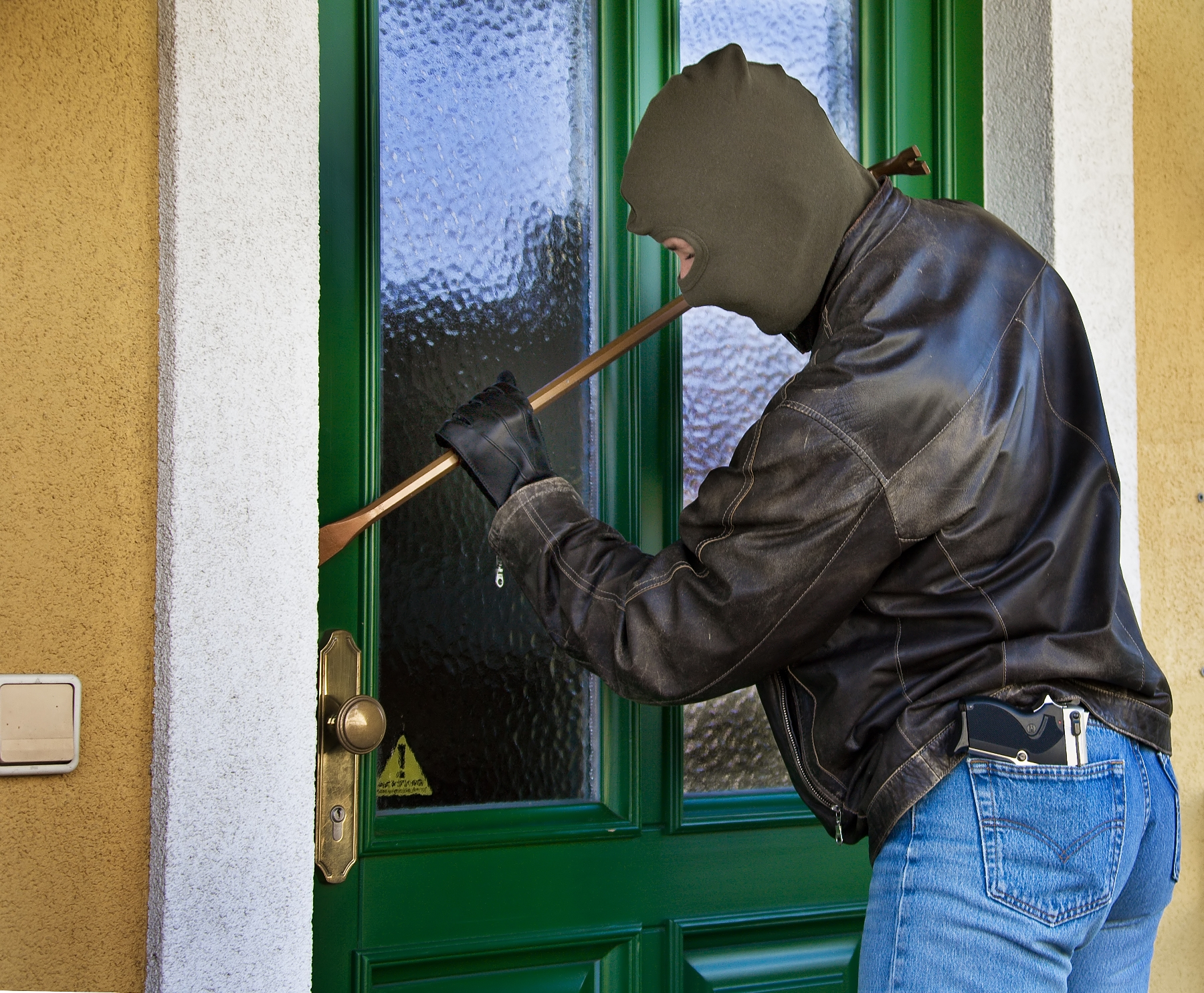86 Burglars Reveal What They Look For Before Breaking Into a Home
