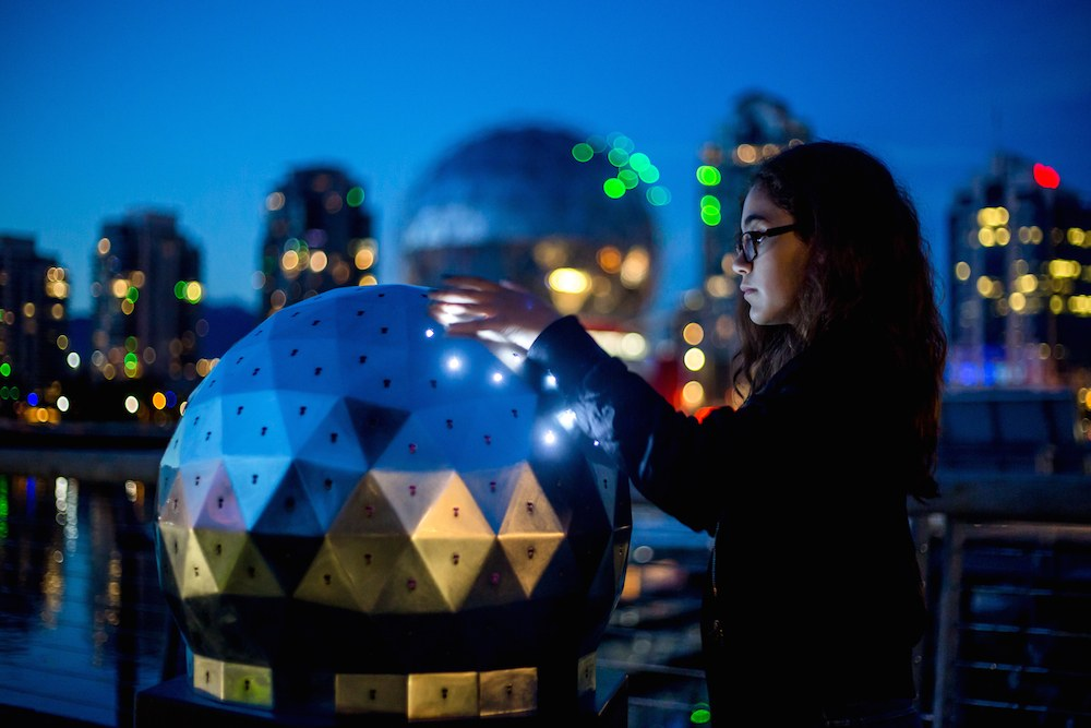 science-world-oh-orb-changing-lights-1
