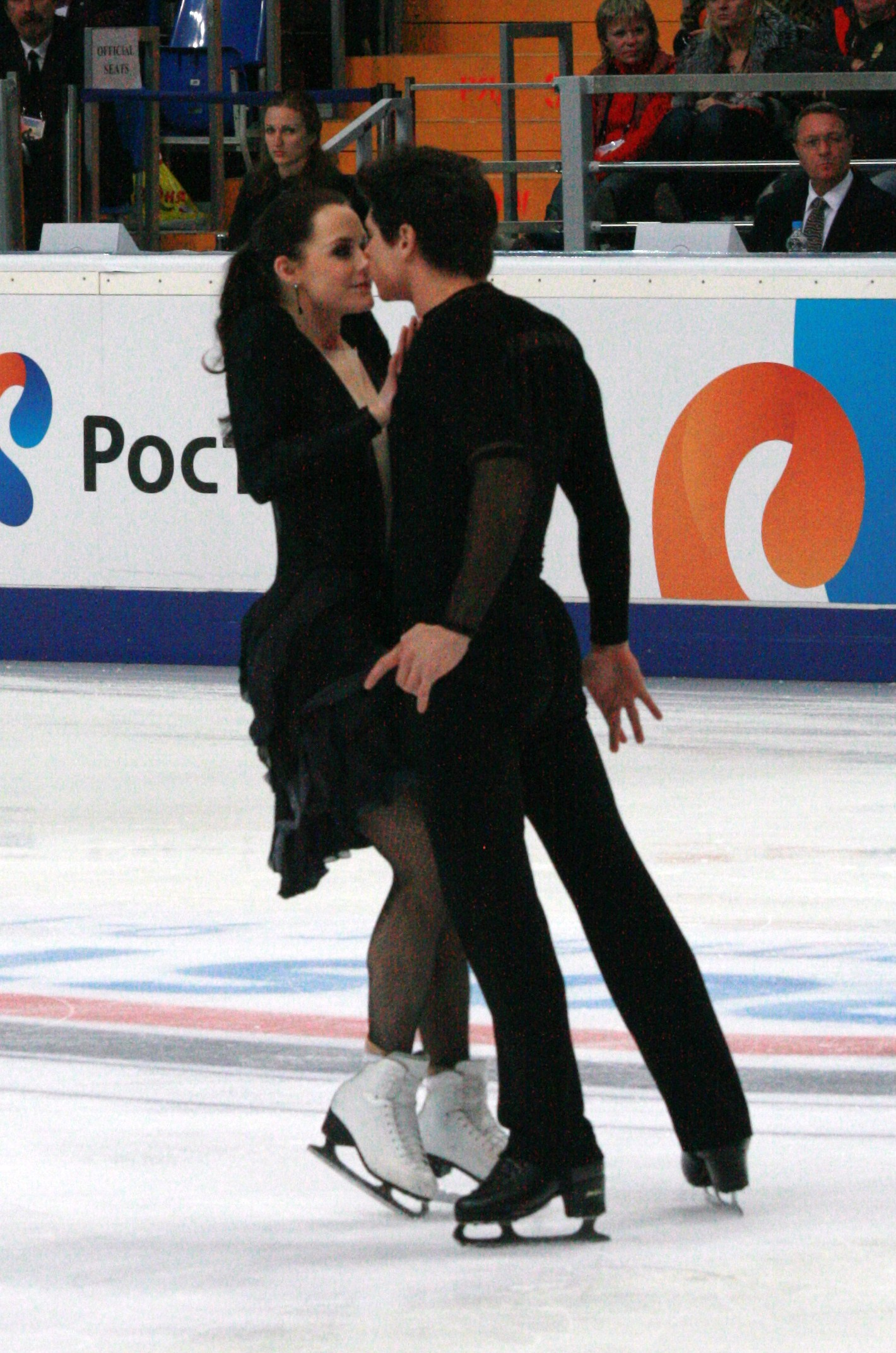 Why arent tessa and scott dating