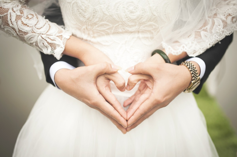 This woman went into debt from attending weddings!