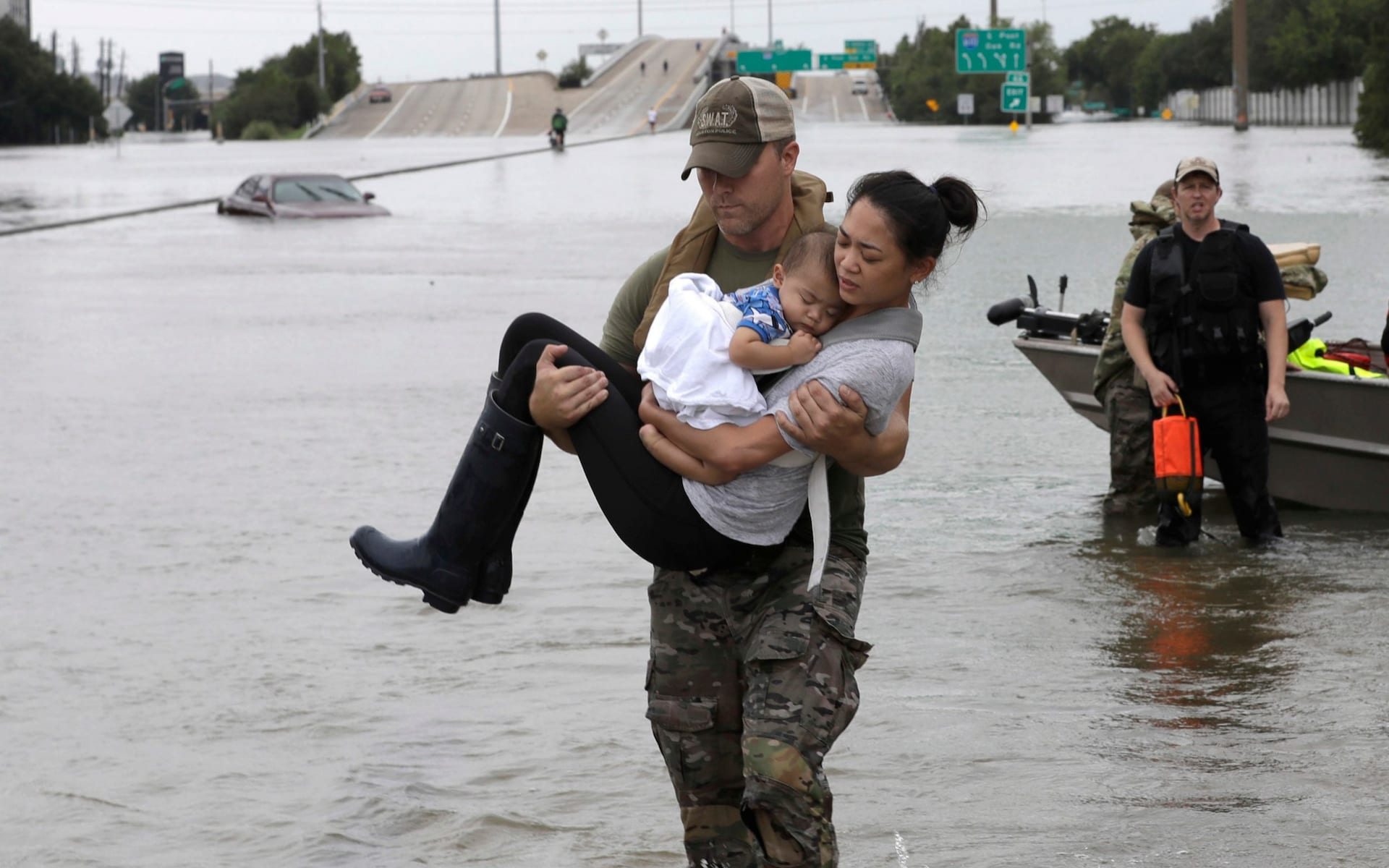 TEXANS' TRUE NATURE COMING OUT---AS TROPICAL STORM HARVEY CONTINUES TO DUMP RAIN
