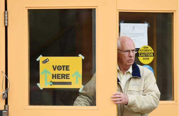 SLIGHT DROP IN THE NUMBER OF PEOPLE VOTING IN EDMONTON'S ADVANCE POLLS