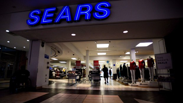 SEARS-CANADA TO APPLY FOR THE GO AHEAD TO LIQUIDATE ALL ITS STORES
