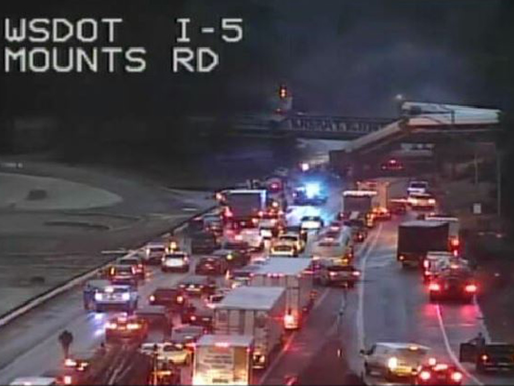 AMTRAK TRAIN DERAILS IN WASHINGTON STATE--SEVERAL PEOPLE DEAD