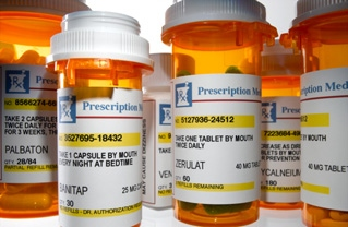 TWO BIG GROUPS AGREE TO CUT THE PRICE OF GENERIC PRESCRIPTION DRUGS