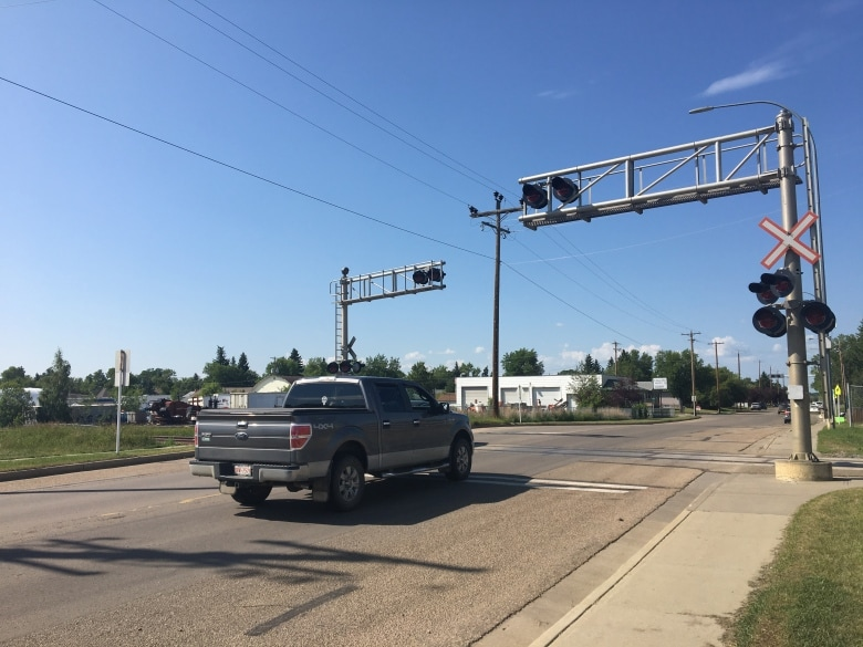 SOME CAMROSE RESIDENTS CALLING FOR CROSSING ARMS AT MAJOR RAIL CROSSINGS IN THE CITY