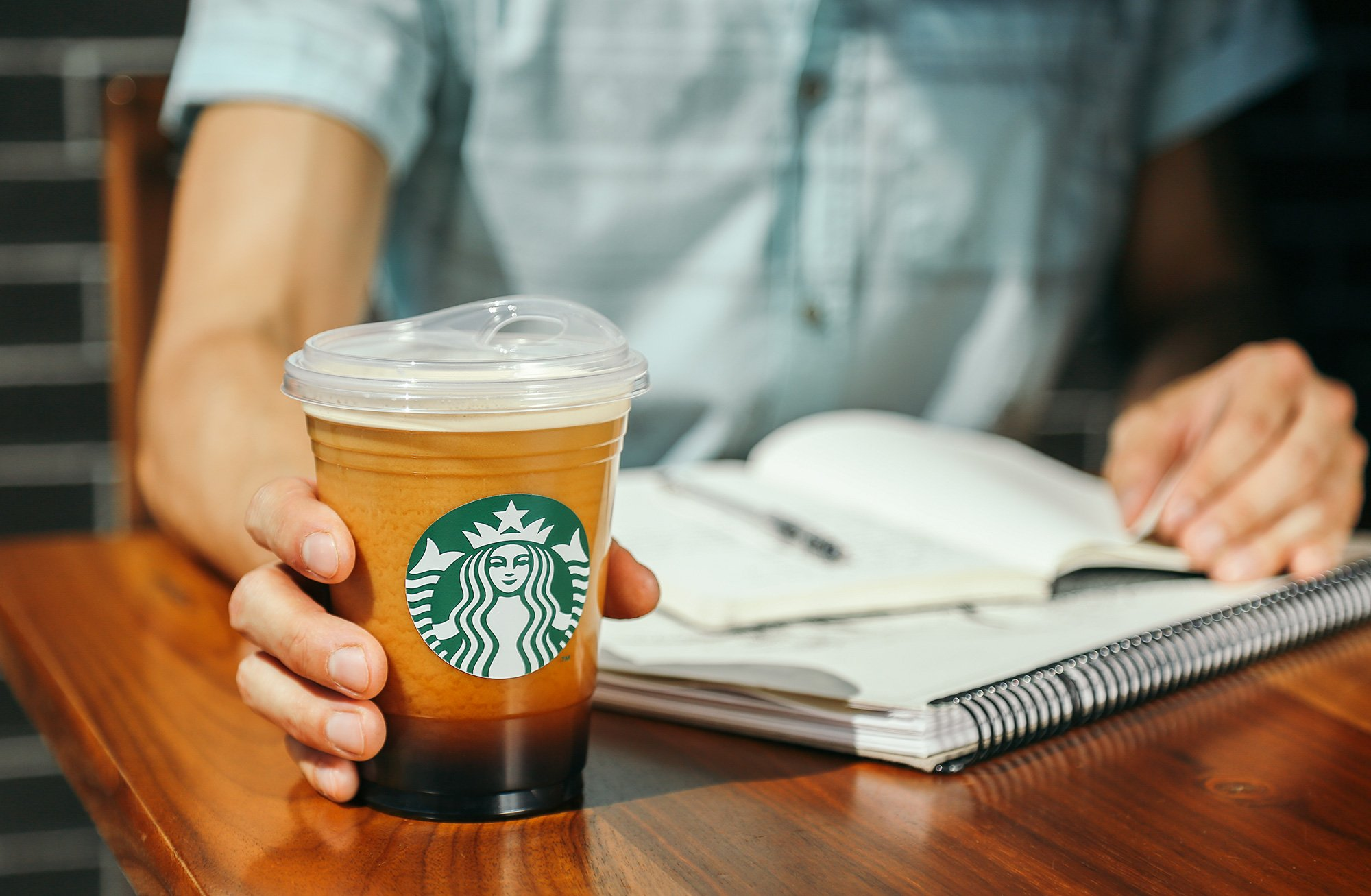STARBUCKS PHASING OUT PLASTIC STRAWS