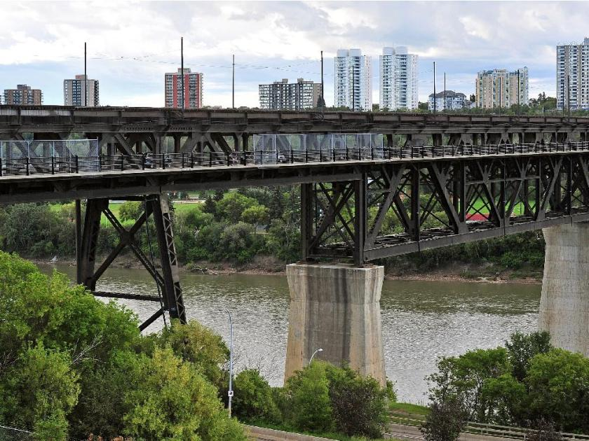 POLICE FORCED TO GET SLEEPING MAN OFF THE HIGH LEVEL BRIDGE