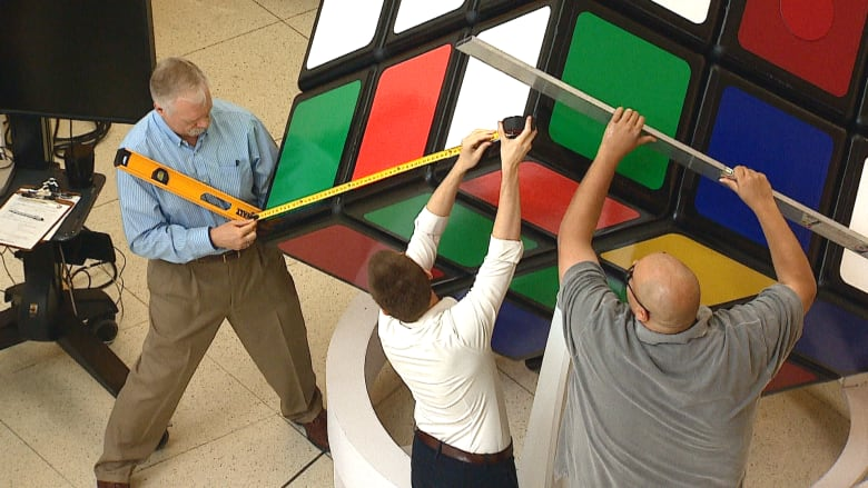 DOES CALGARY HAVE THE WORLD'S LARGEST WORKING RUBIK'S CUBE?