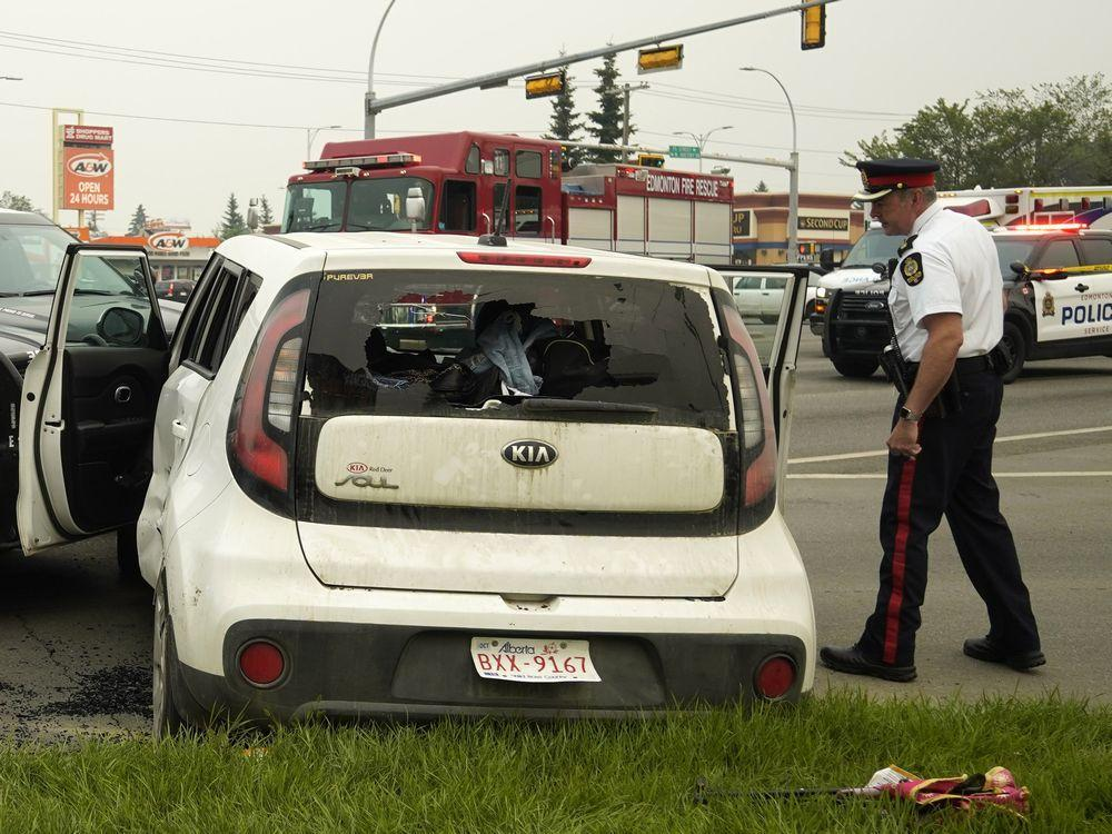 EDMONTON POLICE SHUT DOWN GRETZKY DRIVE --FOLLOWING HIGH SPEED CHASE AND CRASH