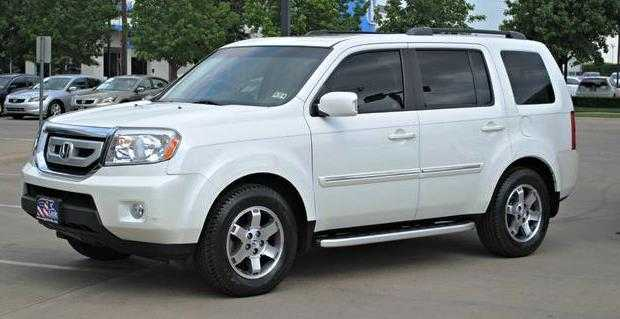 POLICE ON THE HUNT FOR A WHITE SUV FOLLOWING COIN BUSINESS ROBBERY