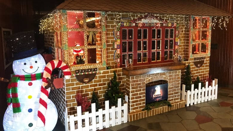 HANSEL AND GRETEL WOULD BE THRILLED WITH THE GINGERBREAD HOUSE AT THE JPL