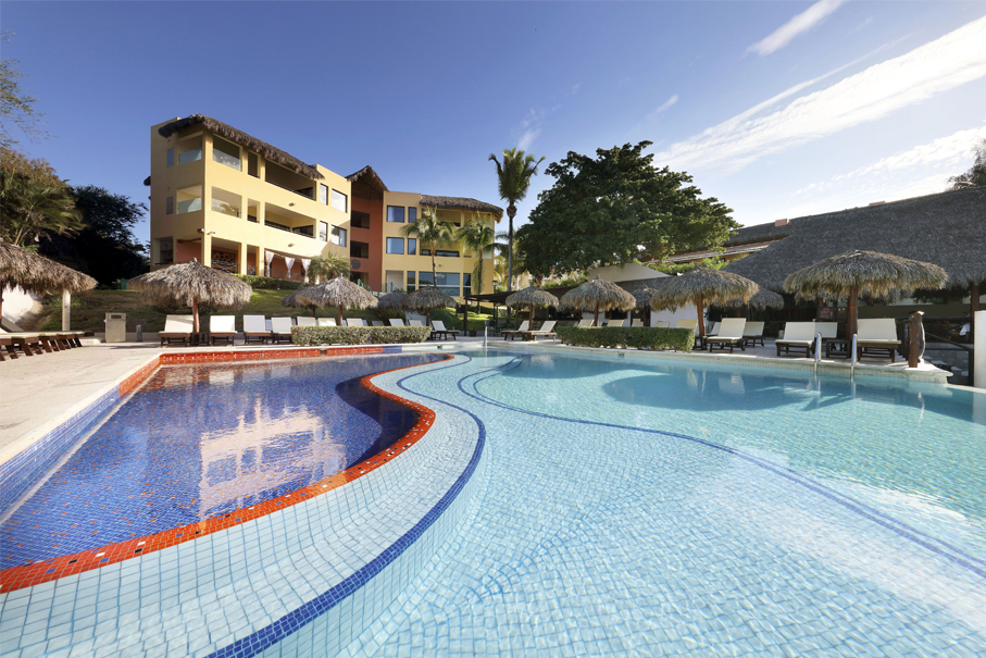 Feature: https://www.itravel2000.com/resorts/riviera-nayarit/grand-palladium-vallarta-resort-spa