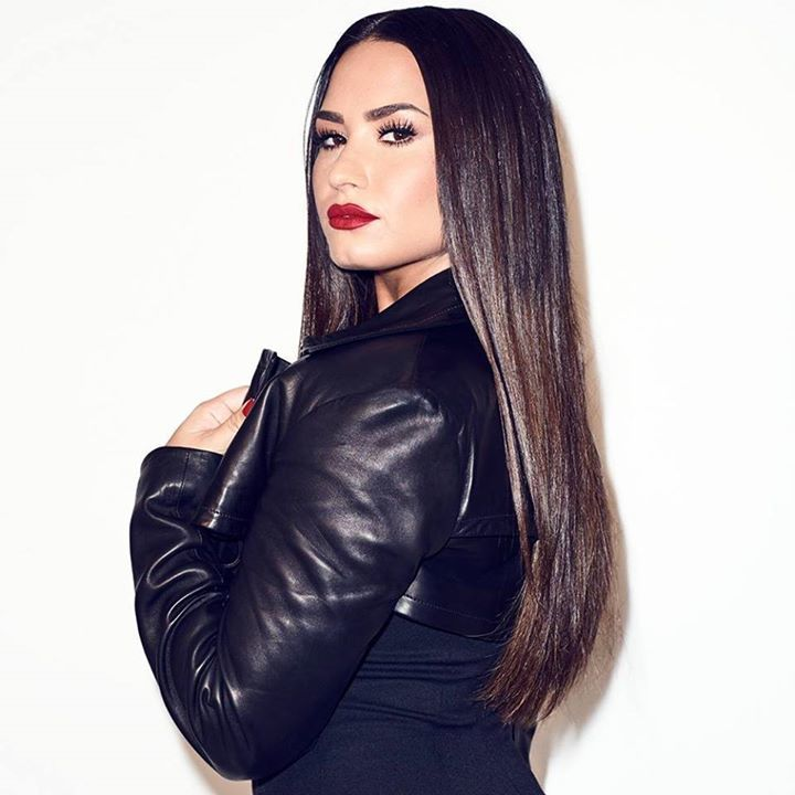 Demi Lovato Offering Free Therapy To Her Fans