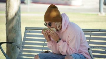 Pic of Justin Bieber Eating a Burrito Was A Hoax
