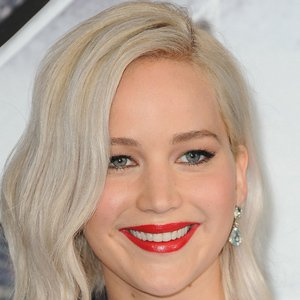Jennifer Lawrence has a habit that might get her kicked off the next plane she's on!