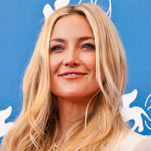 Kate Hudson spotted with diamond band on her left ring finger...!